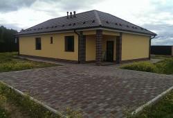 Одноэтажный коттедж облицованный кирпичем