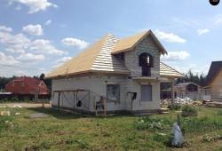 Дом из блоков с балконами